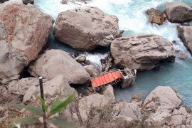 मनाङको मस्र्याङ्दीमा ट्रक खस्दा एक परिवारका तीनसहित पाँचको मृत्यु'
